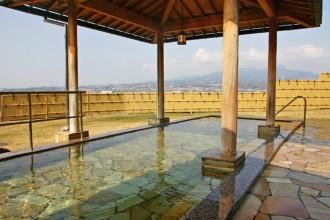 眺望が人気の「彩雲の湯」と呼ばれる露天風呂