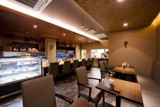 ランチ、カフェ、ディナーなど様々なシーンで。