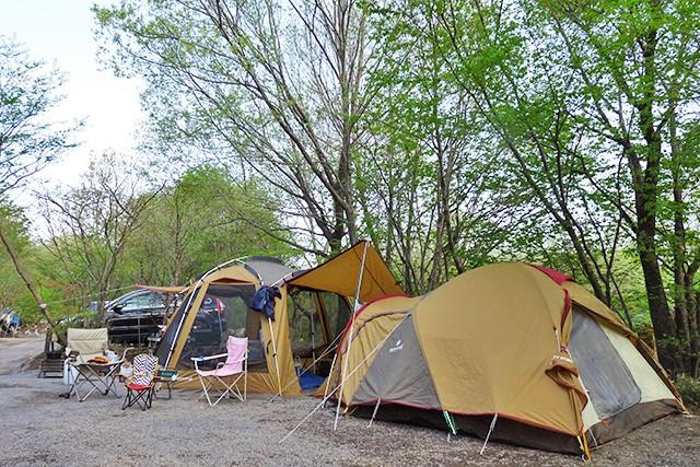 サイトにテントを張るイメージ