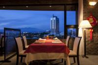 利根川を眼下に見下ろすスカイレストラン