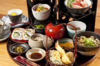 和洋折衷の様々な御膳料理やセットものが楽しめるランチタイム