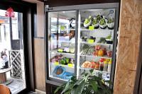 野菜や果物、加工品の販売もあります