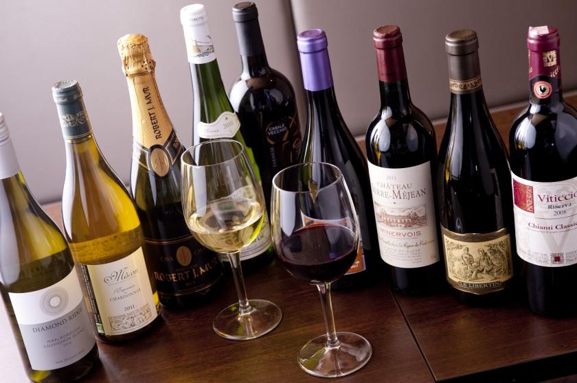 ワインアドバイザー厳選のワイン常時40種以上の品揃え