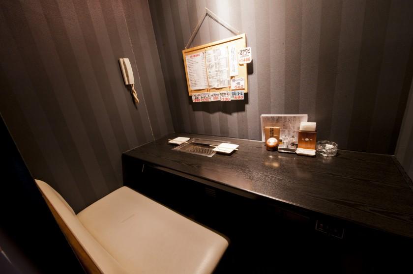デートに最適なカップルシートの個室