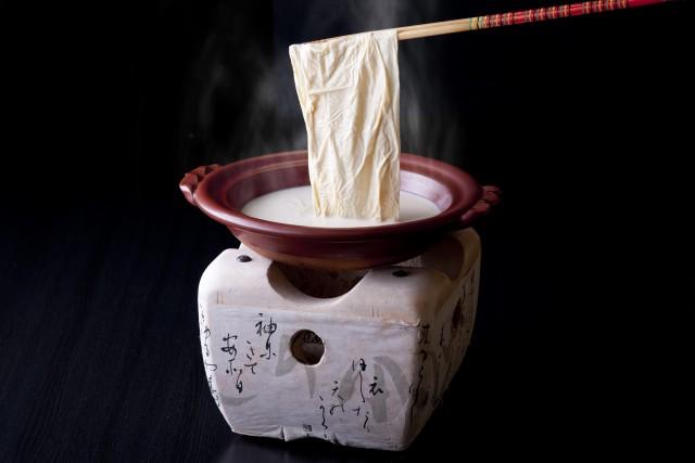 松邑 板長椿哲宏おすすめの逸品『豆酔鍋』