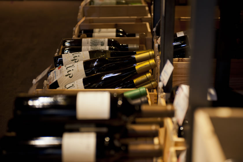 ソムリエ資格を持つマスターが厳選したワイン…その数300本以上