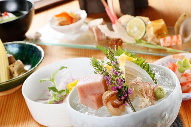 旬の食材をふんだんに使った本格的な和食コース