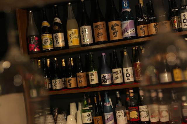 本格焼酎・全国各地の地酒を多数品揃え