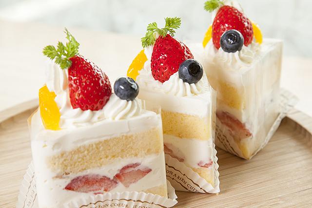 フルーツたっぷりシフォンケーキ